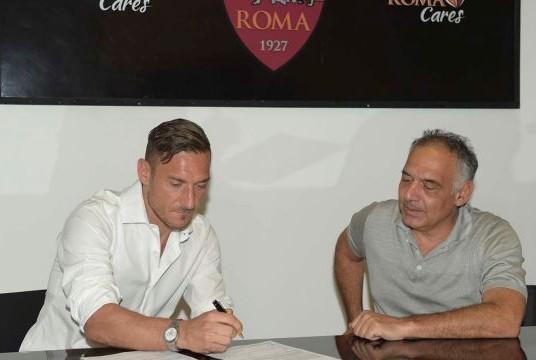 AS Roma Resmi Perpanjang Kontrak Totti
